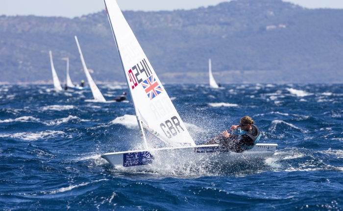 The ultimate guide to dinghy sailing clothing | Wetsuit